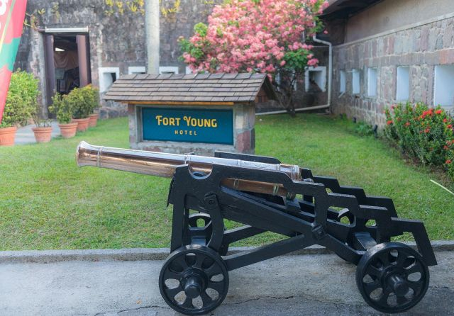 fort young hotel entrabce